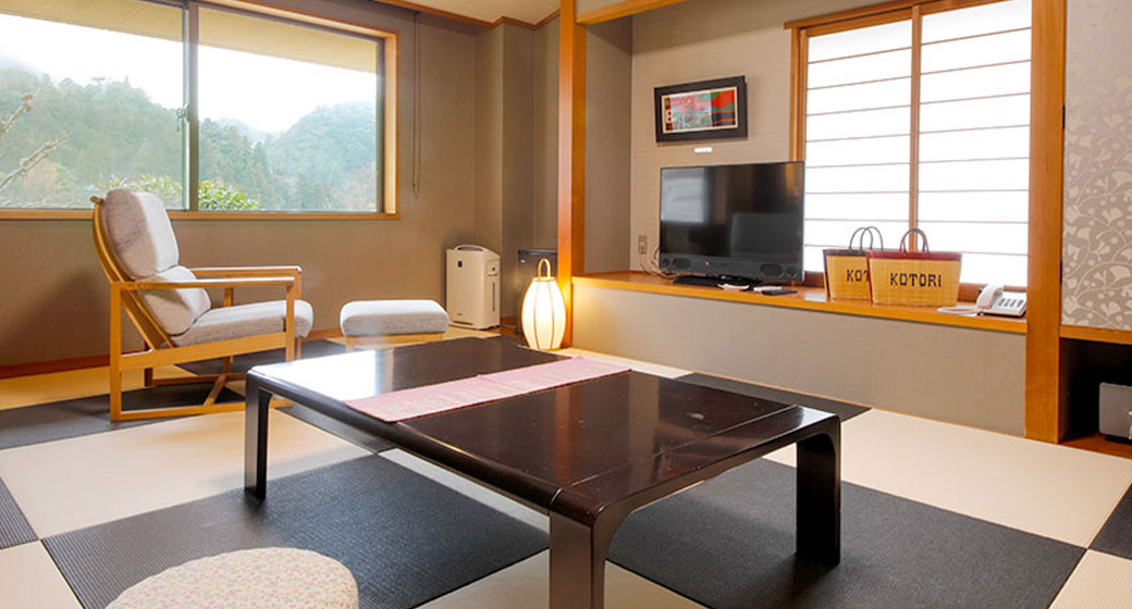 Hiyodori-no-ma (brown-eared bulbul room)