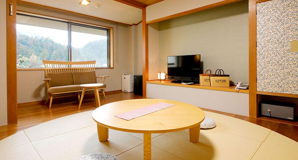 Mejiro-no-ma (white-eye room)